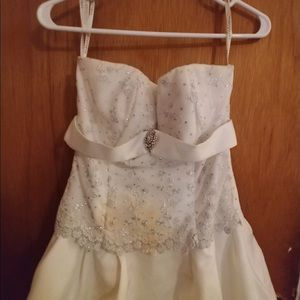 Dresses & Skirts - White wedding gown.